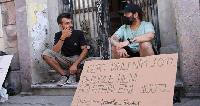 10 liraya dert dinleyen gezgin, kendisini ağlatana 100 lira veriyor