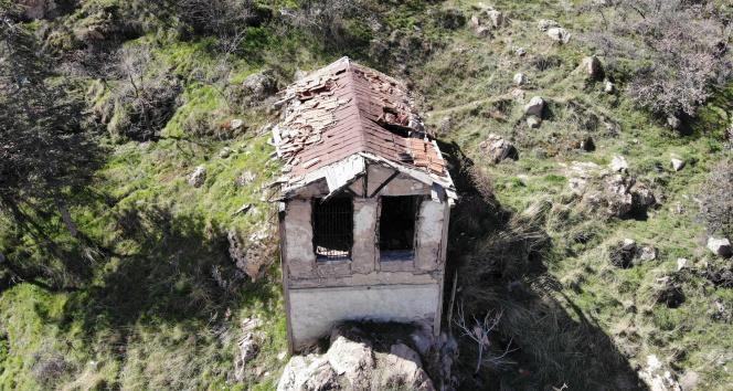 130 yıllık tarihi yangın gözetleme kulesi bakımsızlıktan harabeye döndü