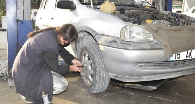 15 yaşındaki oto tamircisi Sultan babasının eli ayağı oldu