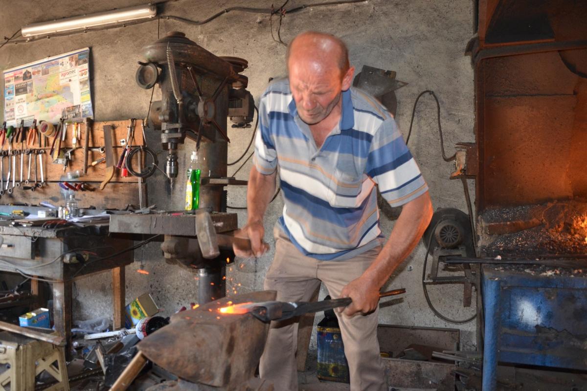48 yıldır at arabası tamirciliği yapıyor