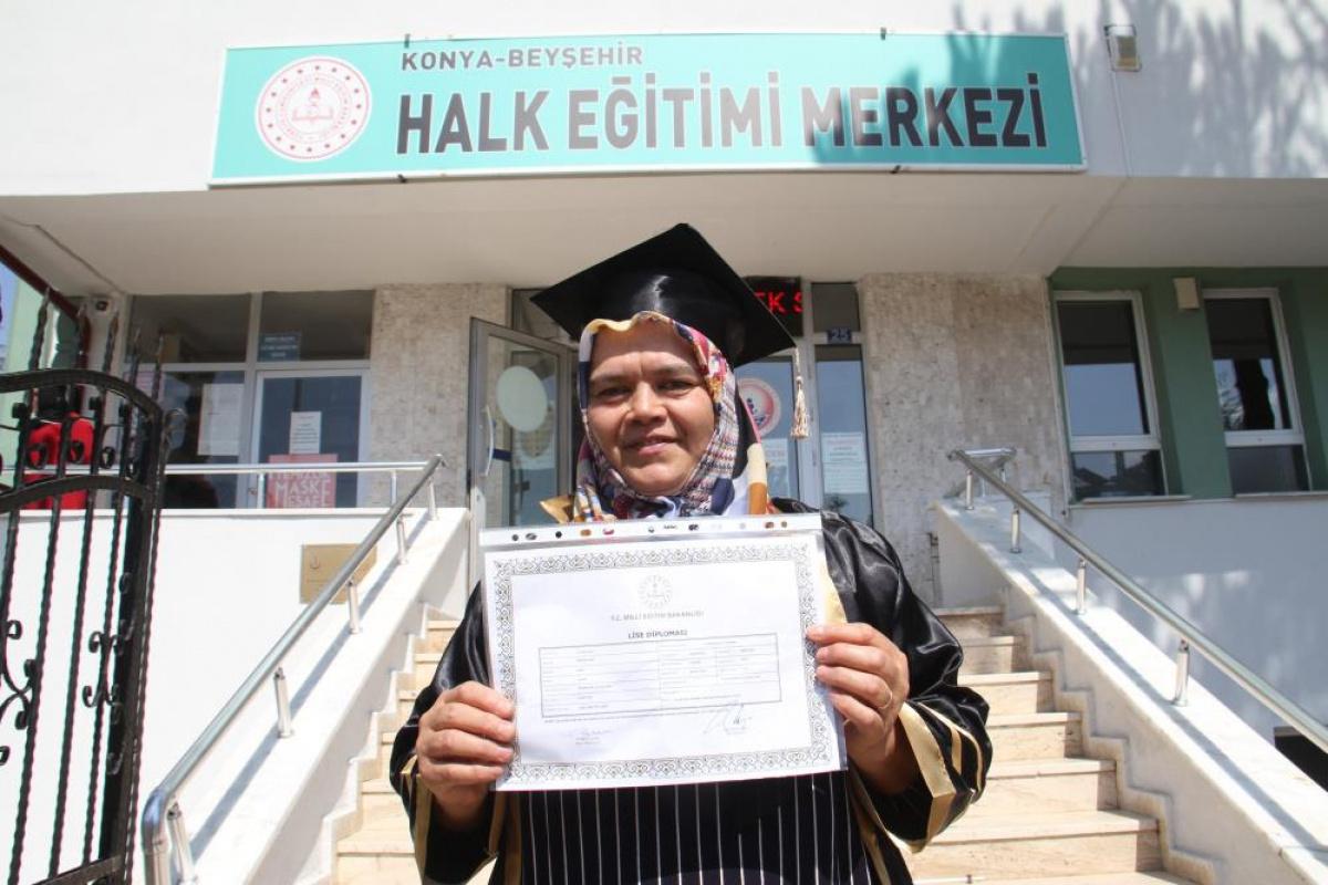 58 yaşında lise diploması aldı, şimdiki hedefi üniversite okumak