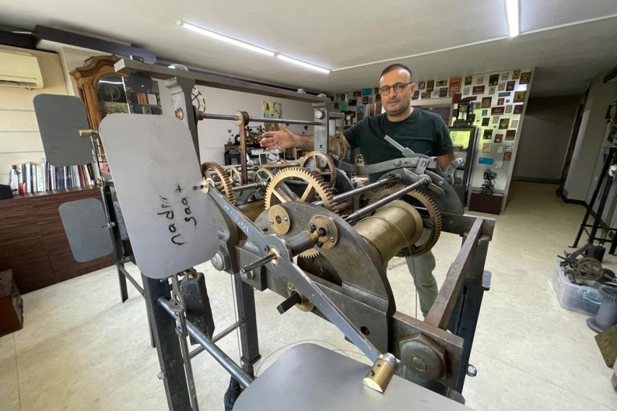 Abdülhamid Han'ın yaptırdığı Bursa saat kulesinin 41 yıldır çalışmayan saati tamir edildi