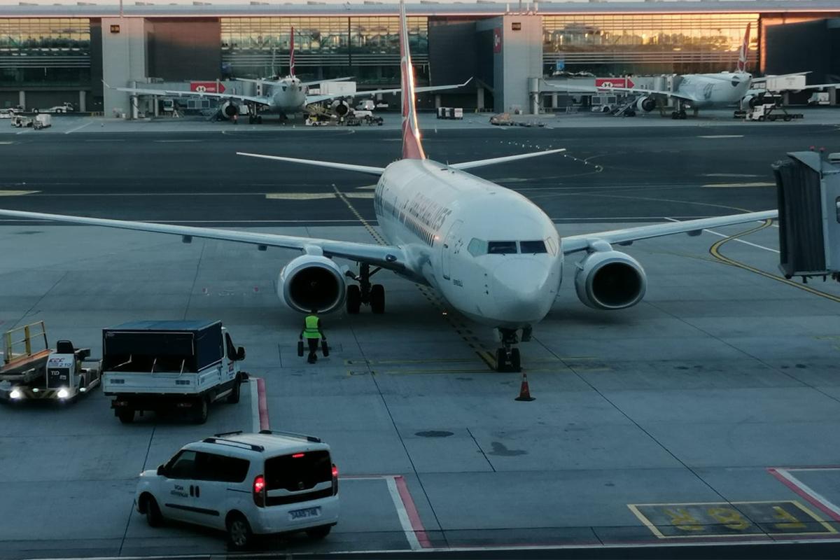 Afganistan'dan tahliye edilen 160 yolcu yurda getirildi