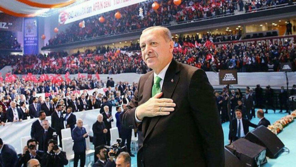 AK Parti'nin 7'nci Olağan Büyük Kongresi için partililer salona alındı