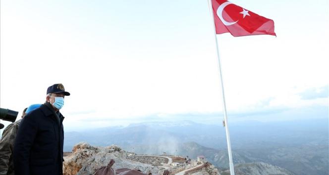 Akar ve TSK komuta kademesi geceyi Şırnak'ta geçirdi, Namaz Dağı'nda terörle mücadele tedbirlerini inceledi
