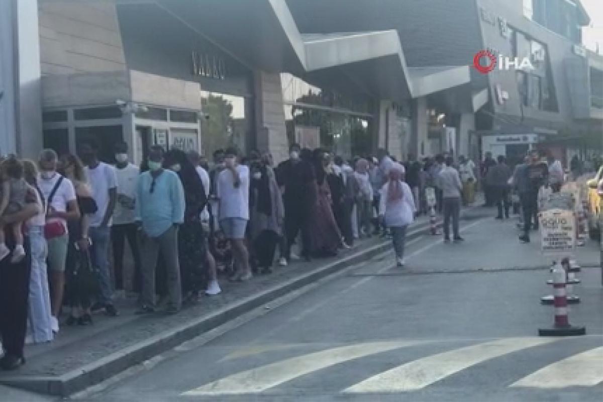Alışveriş merkezlerinde bayram günü turist yoğunluğu