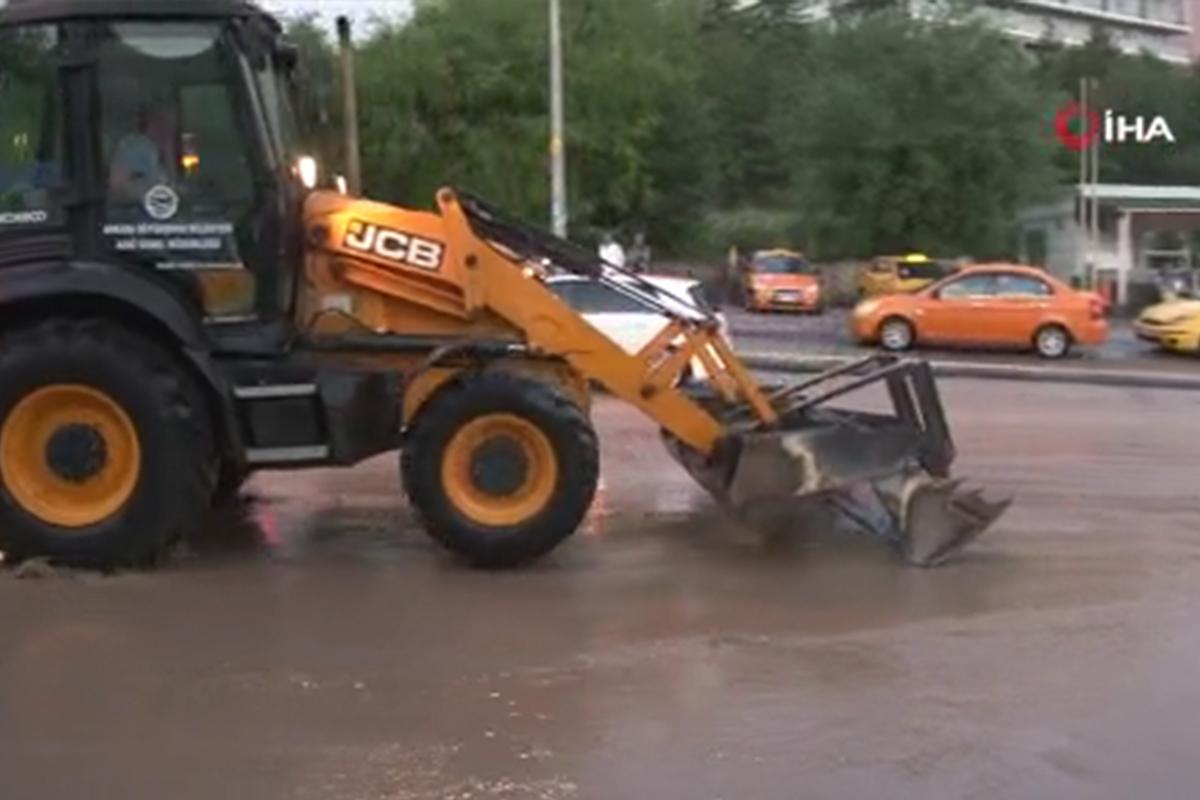 Ankara'da yağmur hayatı olumsuz etkiledi