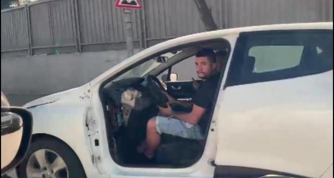 Ataşehir'de kapısı olmadan trafikte seyreden otomobil görenleri şaşkına çevirdi