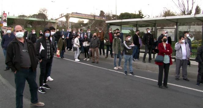 Ayvansaray'da yolculardan 'gelmeyen otobüs' tepkisi