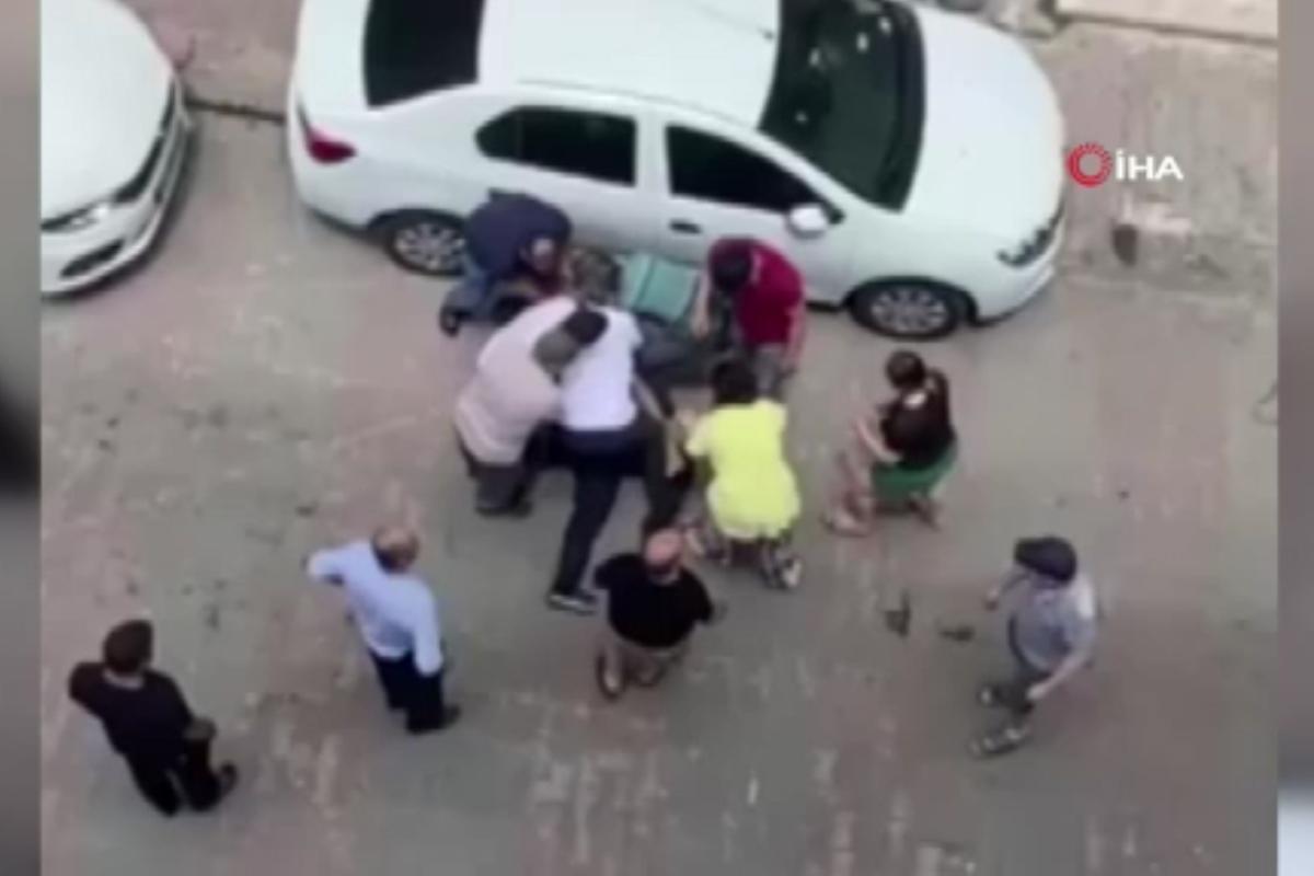Bahçelievler'de iki aile sokak ortasında birbirine girdi
