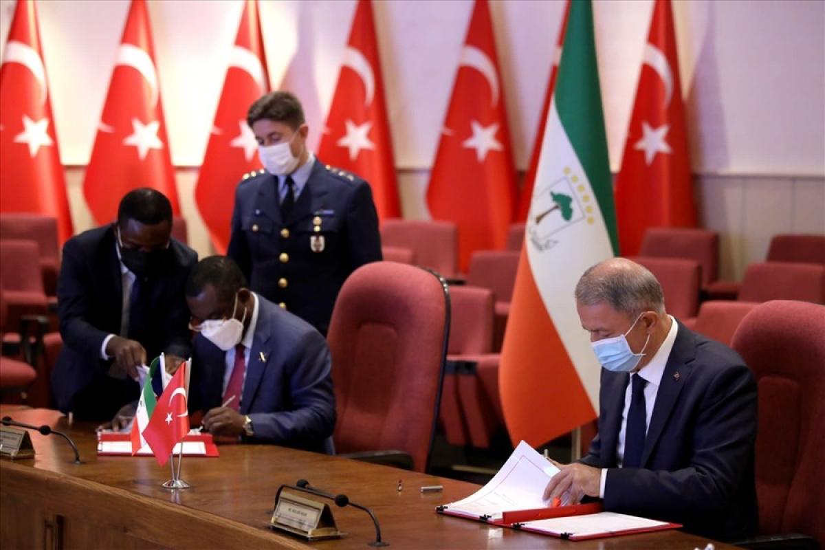 Bakan Akar, Ekvator Ginesi Savunma Bakanı ile anlaşma imzaladı