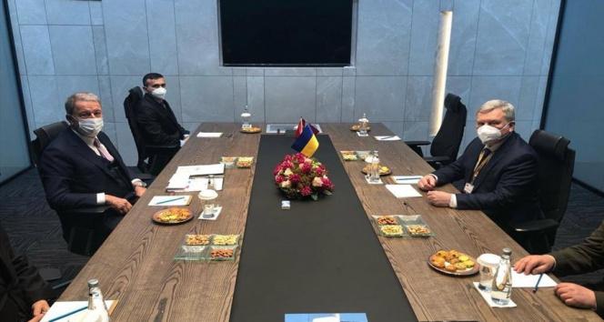 Bakan Akar, Ukraynalı mevkidaşı ile bir araya geldi