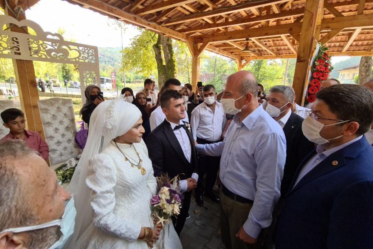 Bakan Soylu, sel bölgesinde Libya görevinden dönen uzman çavuşun düğününe katıldı