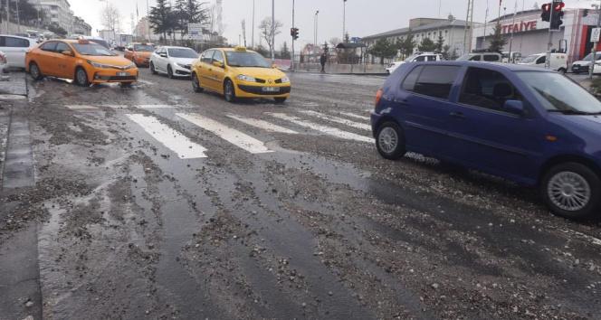 Başkentte sağanak yağış ve dolu etkili oldu