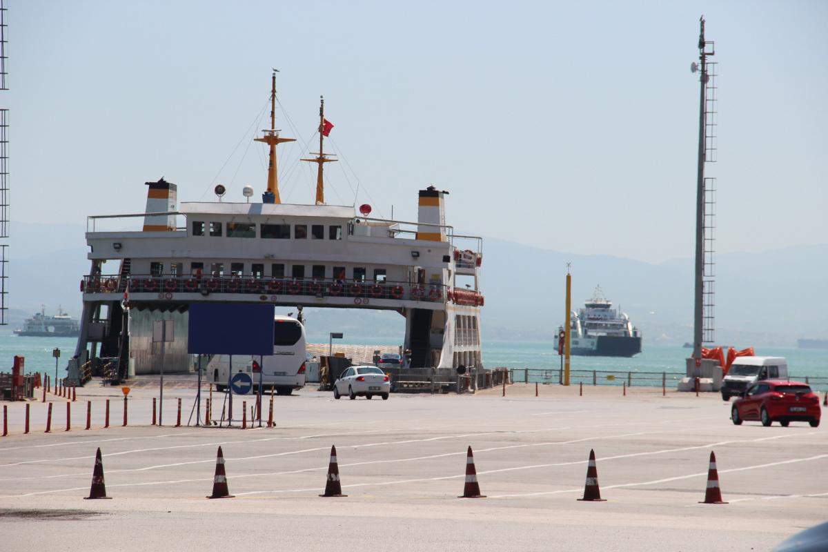 Bayram öncesi feribot iskelesi boş kaldı