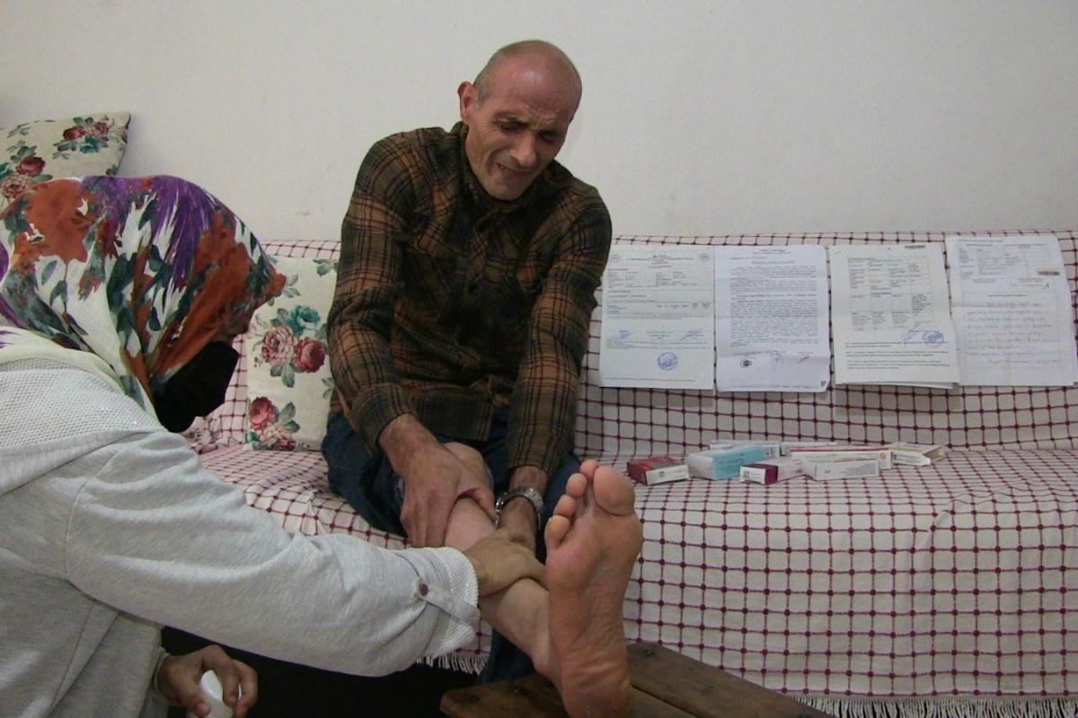 Bel ağrısı için gittiği hastanede yapılan iğne sonrası ayağı kalkamayınca soluğu mahkemede aldı
