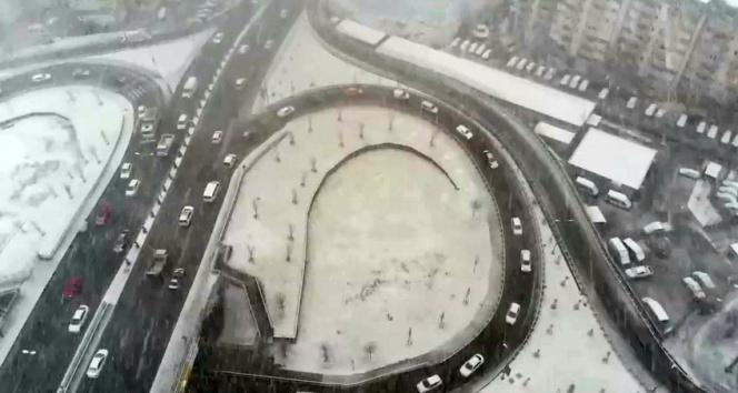 Beylikdüzü'nde yoğun kar yağışı