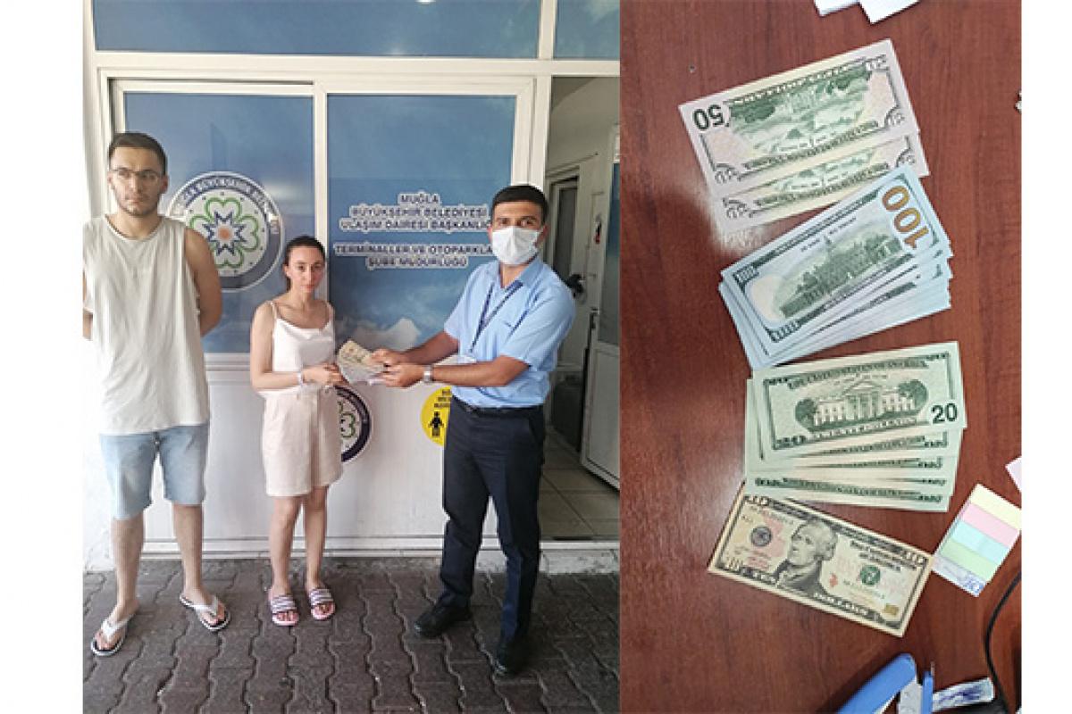Bodrum'da Rus turistin düşürdüğü bin 200 doları otobüs şoförü teslim etti