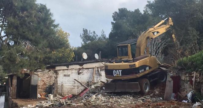 Burgazada'daki son ahırlar da İBB tarafından yıkıldı