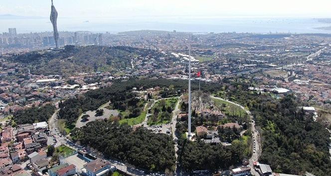 Çamlıca Tepesi'ne dikilen Türkiye'nin en uzun bayrak direği havadan görüntülendi