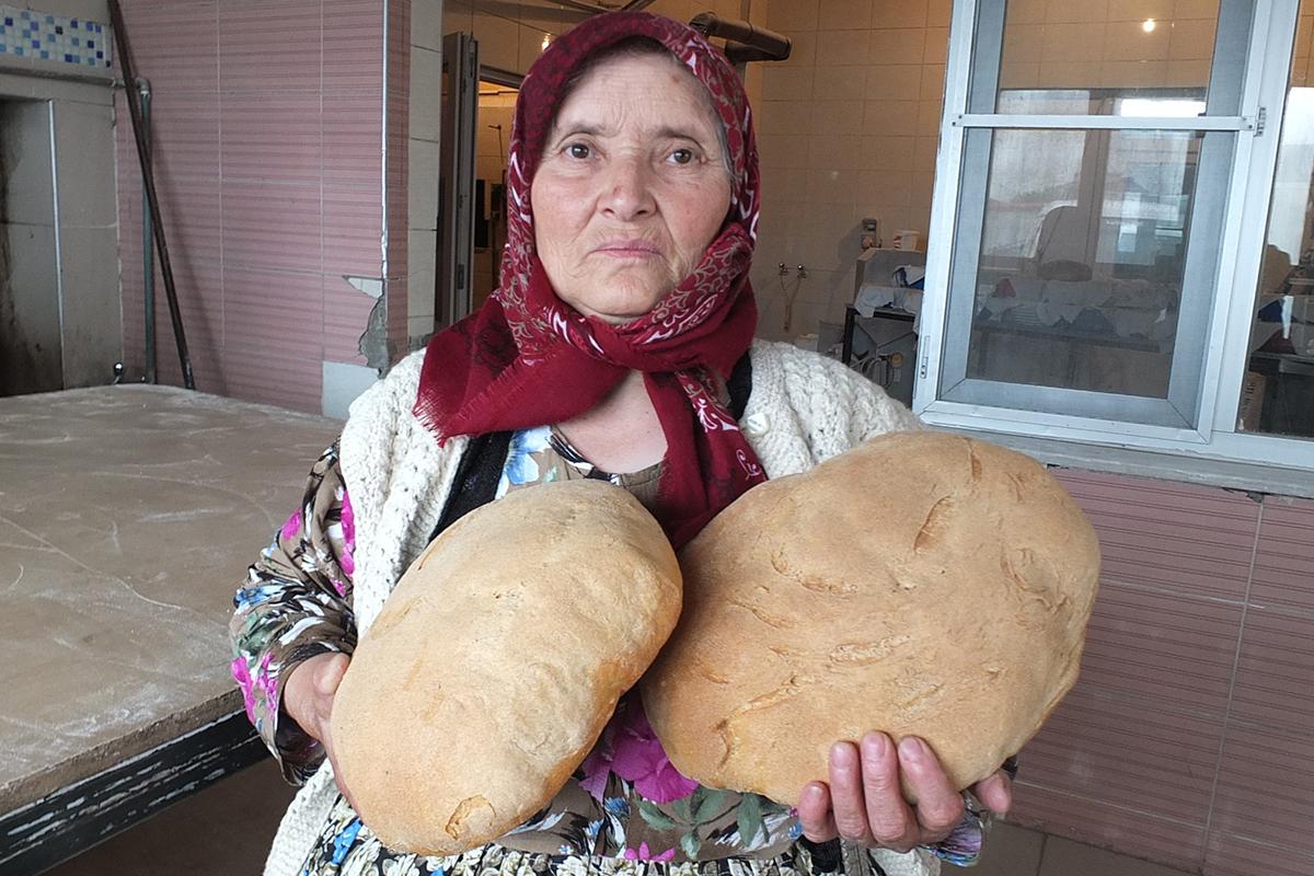 Çevresine satarak başladı şimdi ekmek imparatoru oldu