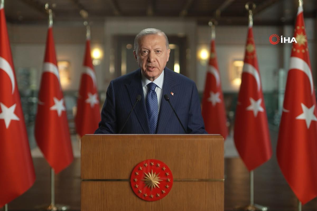 Cumhurbaşkanı Erdoğan: 'Bizim hakikatlerle doldurmadığımız her boşluk yalanların istilasına uğrayacaktır'