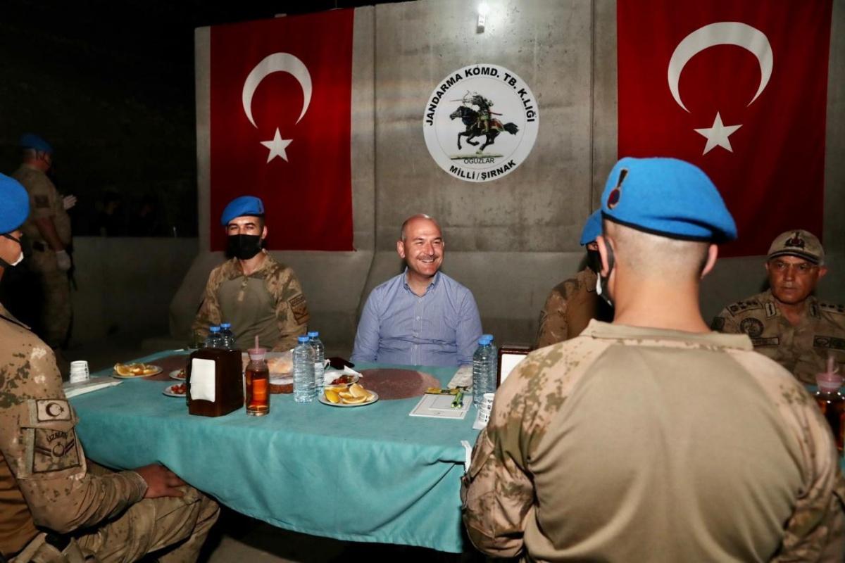 Cumhurbaşkanı Erdoğan, Üs Bölgesi'ndeki askerin bayramını kutladı