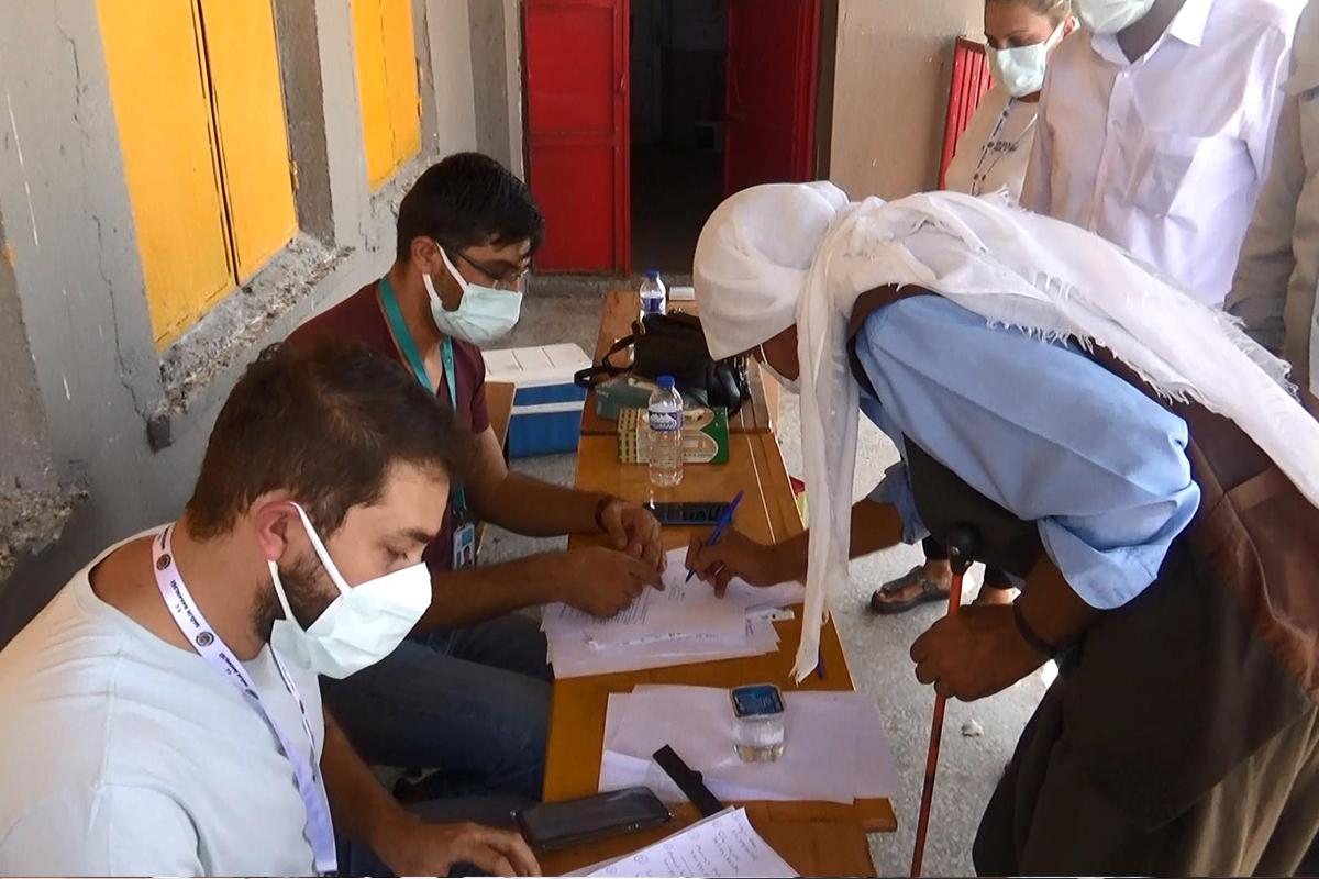 Diyarbakır'da kırsal mahallelerde aşı stantları kuruldu, vatandaşlar sıraya girdi
