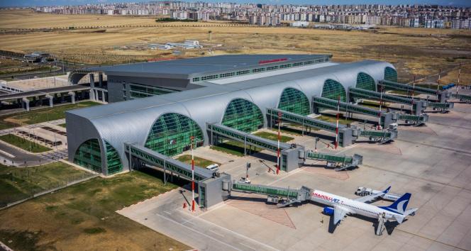 Diyarbakır Havalimanı pisti güvenli uçuş için bakıma alındı