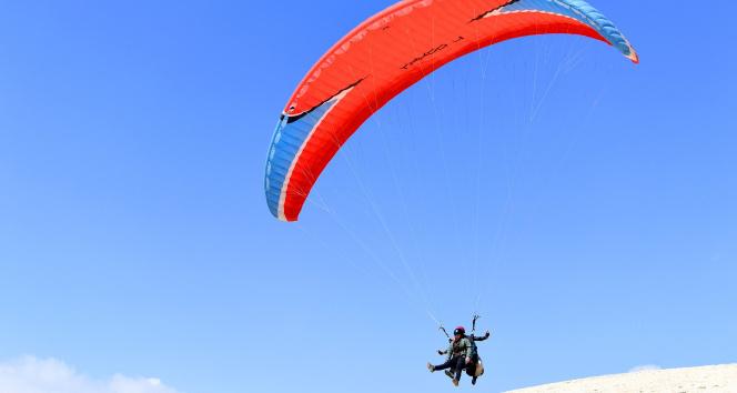 Down sendromlu çocukların yamaç paraşütü sevinci
