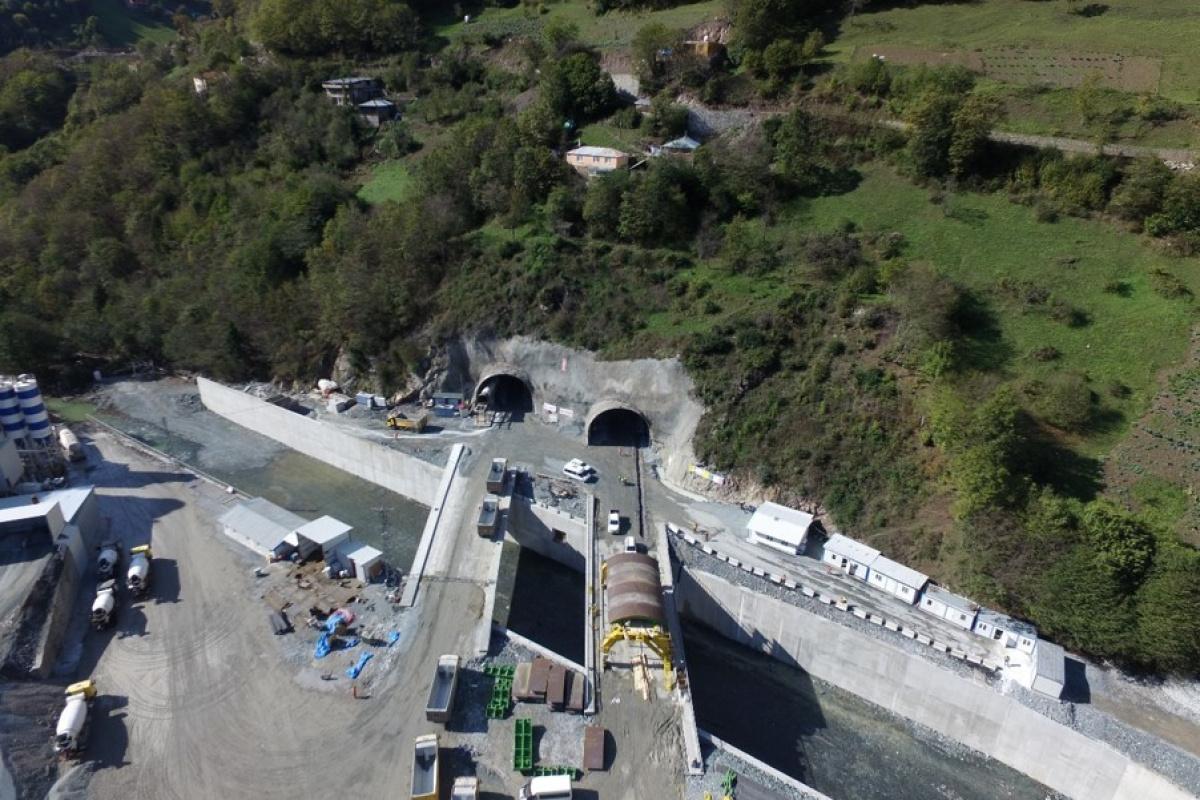 Dünyanın üçüncü en uzun çift tüplü kara yolu tüneli Zigana'da sona yaklaşıldı