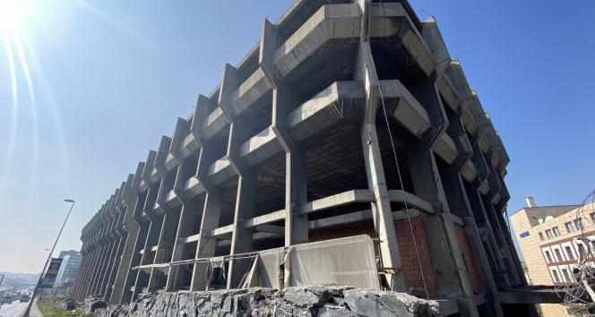 E-5 kenarında 31 yıldır bitmeyen inşaat