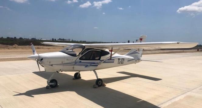 Eğitim uçağı, inşaatı süren Çukurova Havalimanına acil iniş yaptı