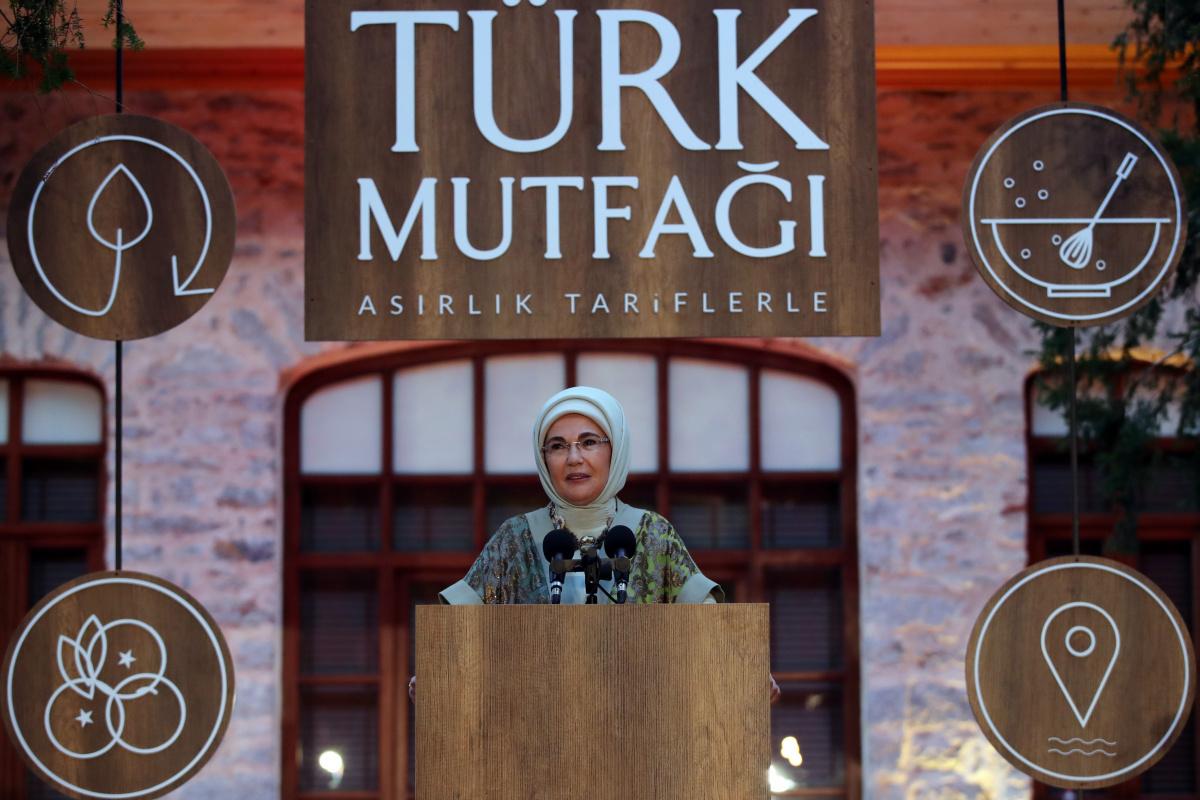 Emine Erdoğan, 'Asırlık Tariflerle Türk Mutfağı' kitabının tanıtım programına katıldı