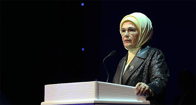 Emine Erdoğan 'Kalbe Dokunan İlmek' sergisini ziyaret etti