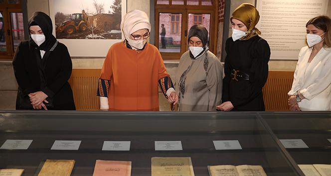 Emine Erdoğan, Kitaplar ve Kağıtlar Sergisi'nin açılışını gerçekleştirdi