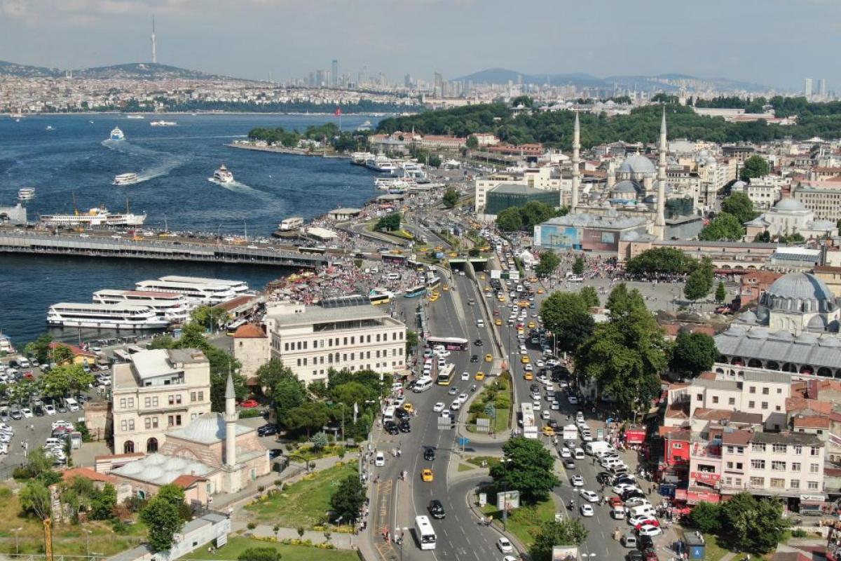 Eminönü'nde kısıtlamasız ilk pazar günü