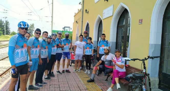 Engelli Ahmet, tek bacağıyla bisiklet sürerek hayata tutunuyor