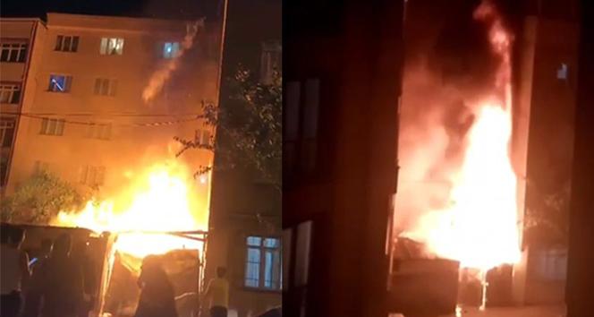 Esenyurt'ta iki bina arasındaki hurda deposu alev alev yandı