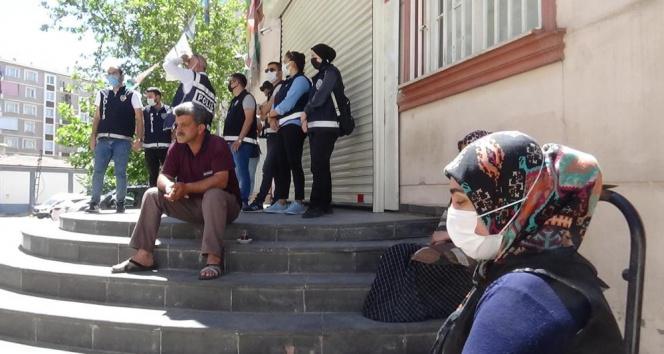 Evlat nöbetindeki babadan HDP ve PKK'ya sert tepki