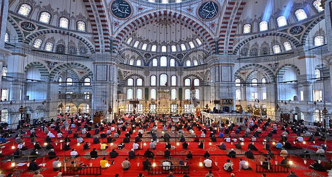 Fatih Camii'nde Fatih Sultan Mehmet Han için mevlit okutuldu