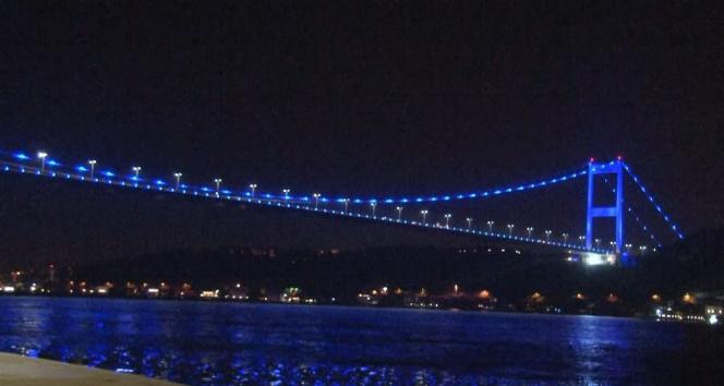 Fatih Sultan Mehmet Köprüsü 'Dünya Otizm Farkındalık' gününde maviye büründü
