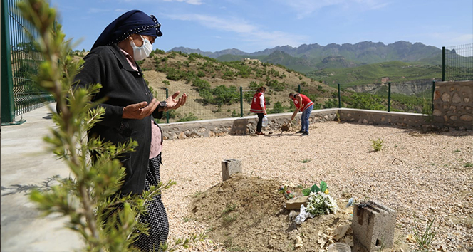 Fidan nineyi kırmayan, vefa ekipleri onu eşinin mezarına götürdü