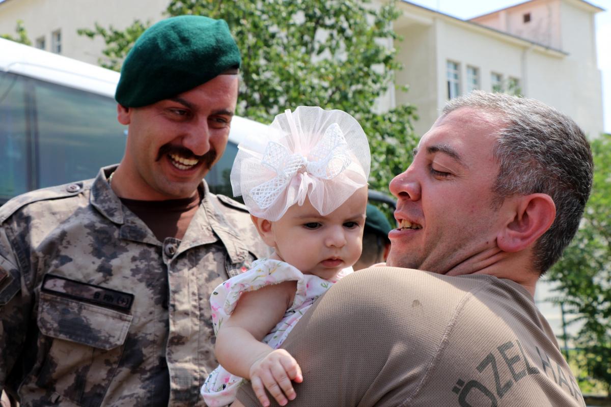 Fırat Kalkanı görevini başarıyla tamamlayan özel harekâtçılar aileleriyle kucaklaştı