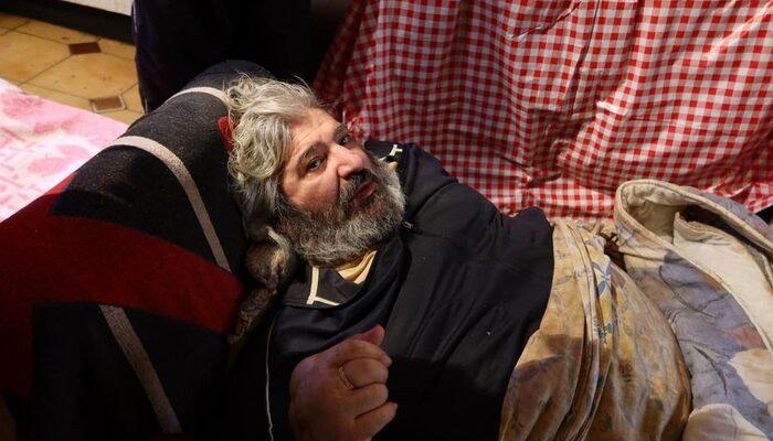 Fransa'da 300 kg ağırlığındaki adam vinçle kurtarıldı