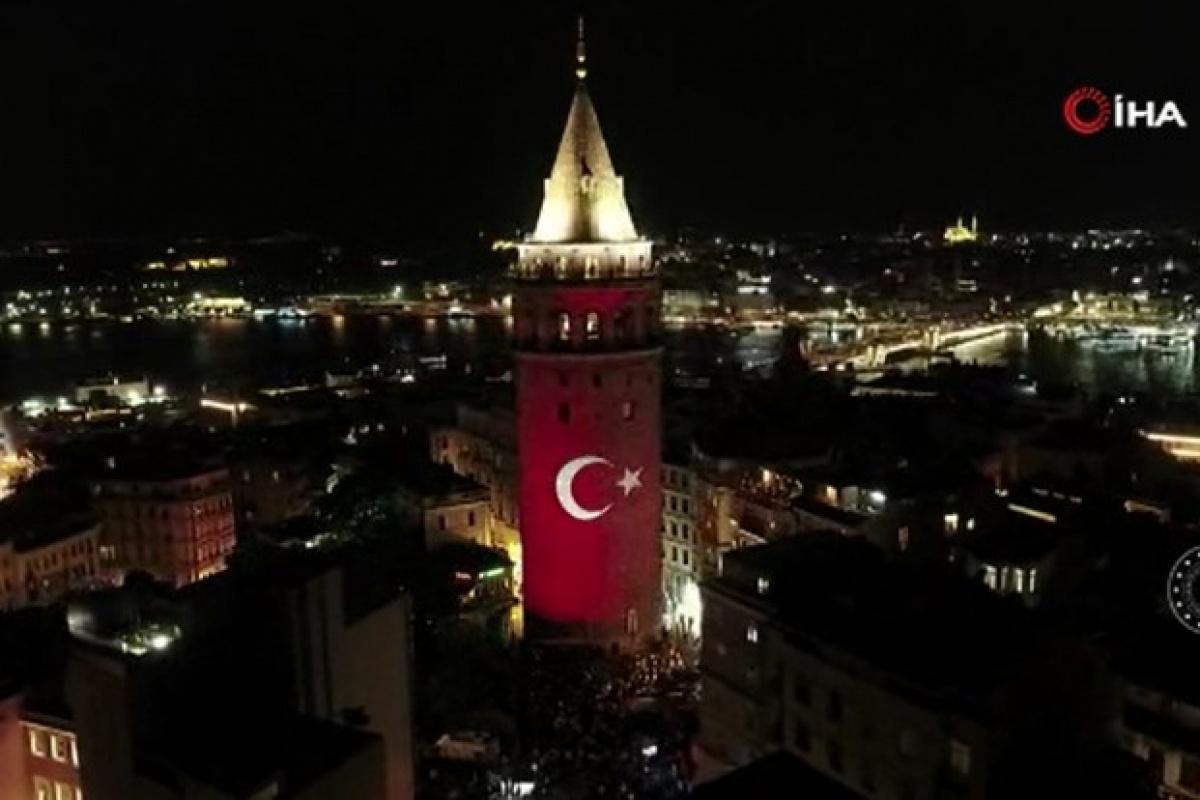 Galata Kulesi'nde 30 Ağustos Zafer Bayramı'nda özel ışık gösterisi