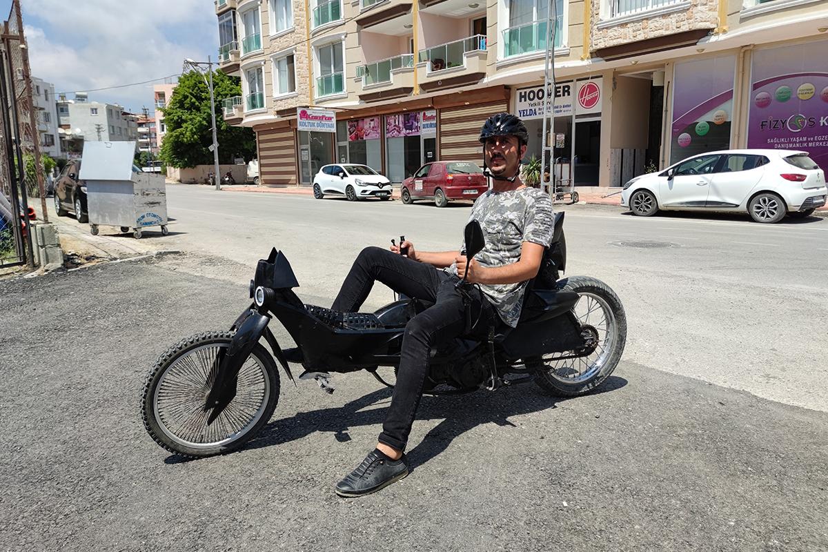 Hataylı genç, joystick kollu motosiklet yaptı