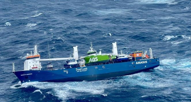 Hollanda bandıralı geminin mürettebatı helikopterle kurtarıldı