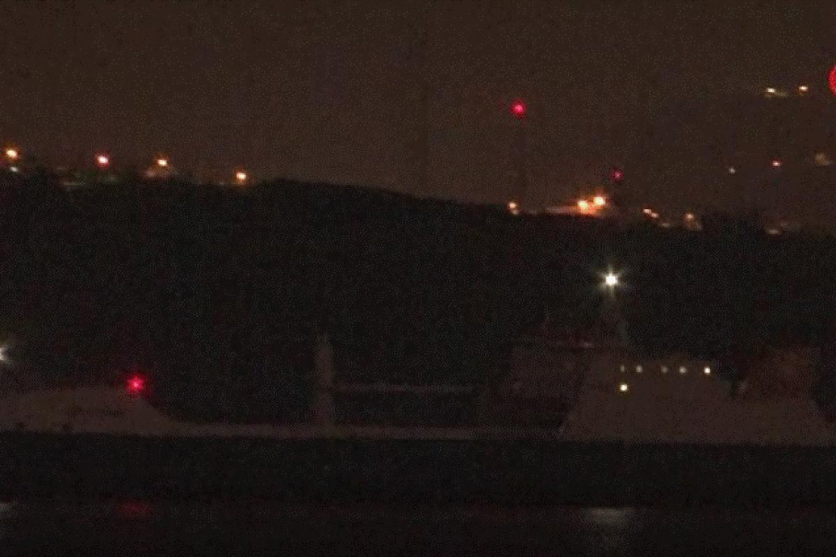 İngiliz Donanması'na ait savaş kargo gemisi İstanbul Boğazı'ndan geçiş yaptı