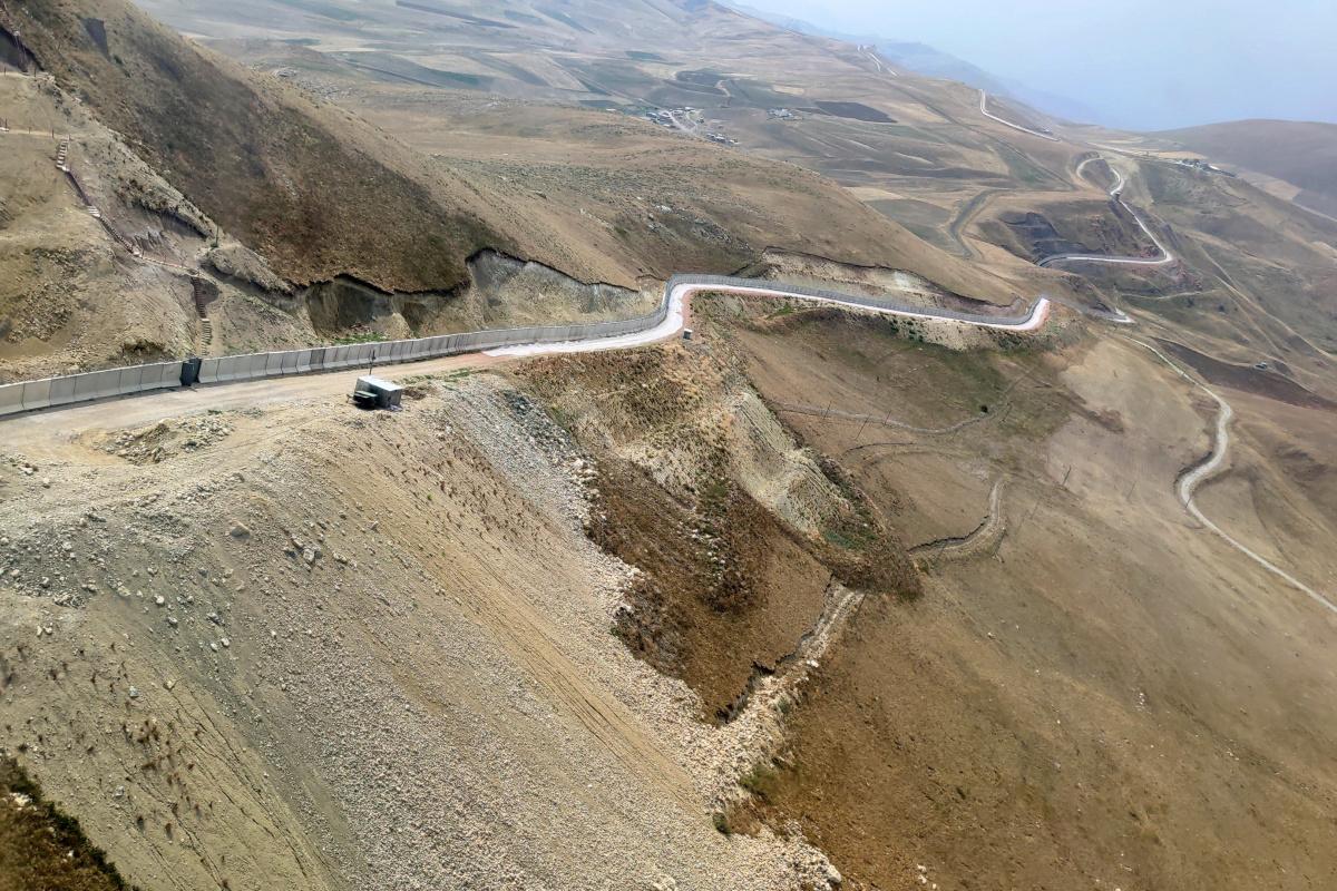 İran sınırındaki duvar çalışmaları aralıksız devam ediyor